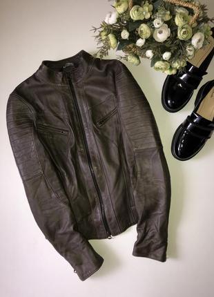 Кожаная куртка vera pelle.италия. размер с. состояние отличное. натуральная кожа.