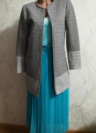 Стильный, модный, длинный черно-белый пиджак на подкладке, гусиная лапка