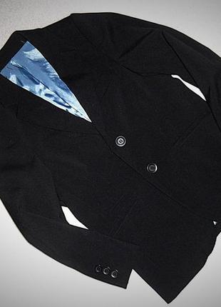 Чёрный пиджак m&s на 7 лет.