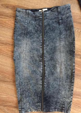 Джинсовая юбка карандаш на молнии по всей длине