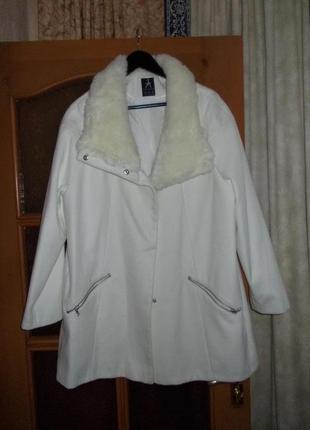 В наличии модное  пальто,фирма atmosphere