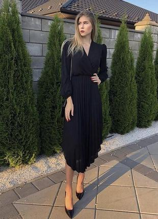 Чёрное шифоновое платье плиссе миди