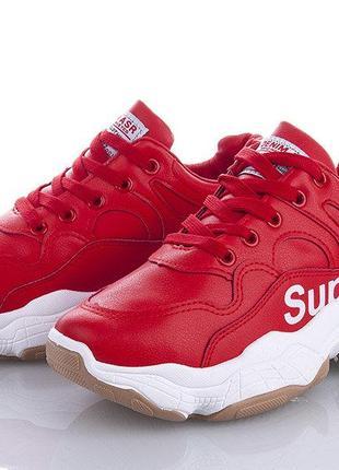 Красные женские кроссовки  superme