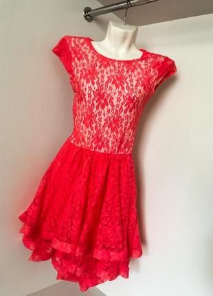 Яркой нарядное вечерние платье с коротким рукавом из гипюра кружево шлейф коралловое