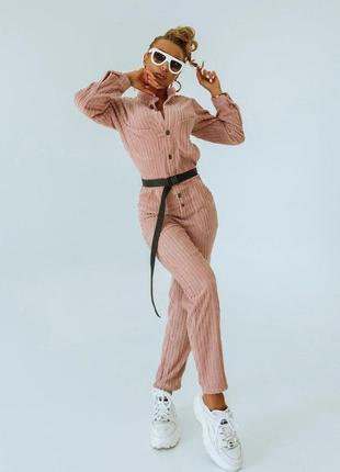 Трендовый вельветовый женский комбинезон цвета пудра