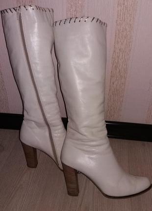 Белые кожаные сапоги
