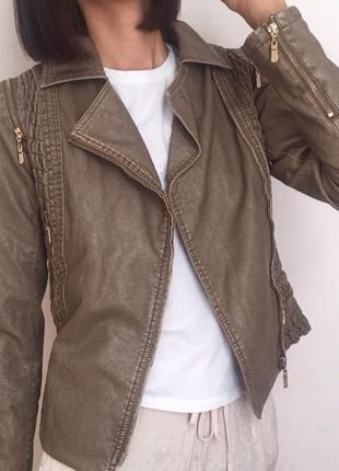 Удобная, красивая куртка- косуха из иск кожи