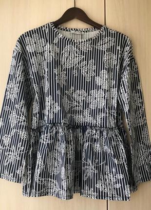 Темно-синяя блуза zara с декоративной деталью, цветочный принт / s
