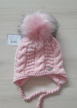 Теплая шапка на девочку