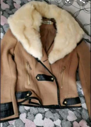 Куртка з натуральним хутром кролика.