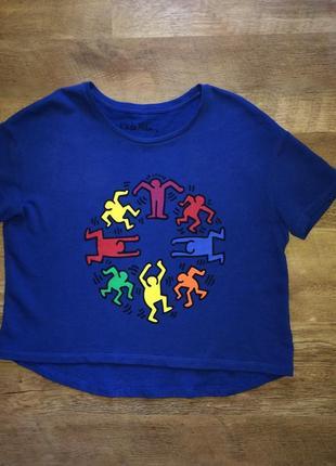 Прикольная футболка с ярким принтом