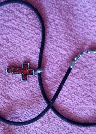 Декоративнй крестик (на шнурке)