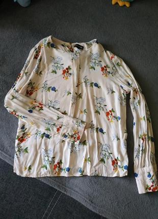 Нежная блузка в цветочный принт