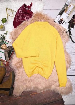 Красивый яркий жёлтый тёплый свитер