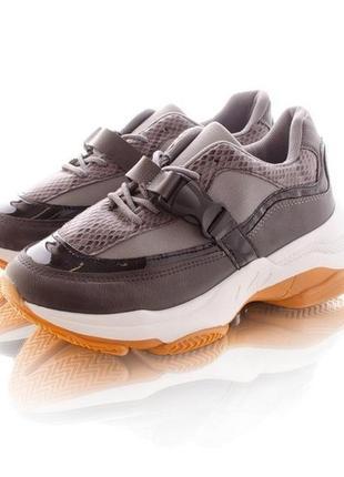 Комбинированные кроссовки с застежкой фастекс, женские сникерсы на платформе с пряжкой