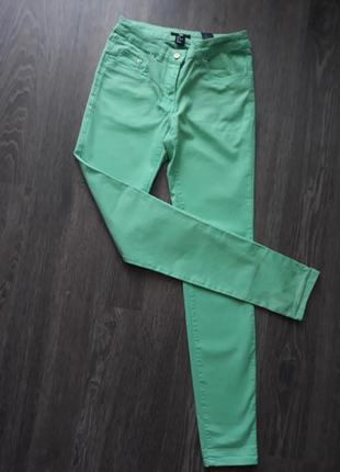 Яркие брюки из хлопка