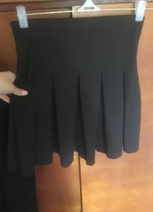 Чёрная плиссированная  юбка мини