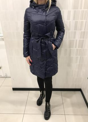 Демисезонное пальто с капюшоном удлинённая куртка. mohito. размер s.