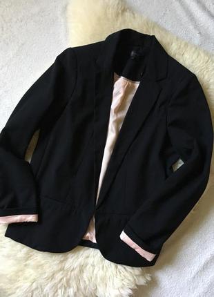 Эффектный чёрный пиджак topshop