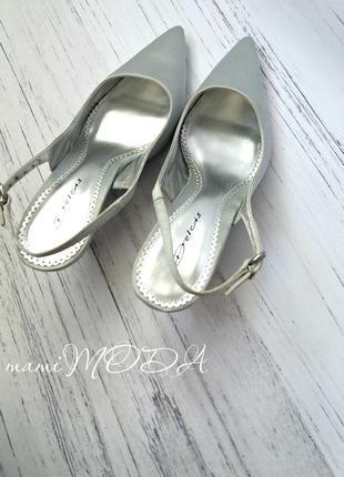 Шикарные босоножки с носиками серебро от dolcis размер 38