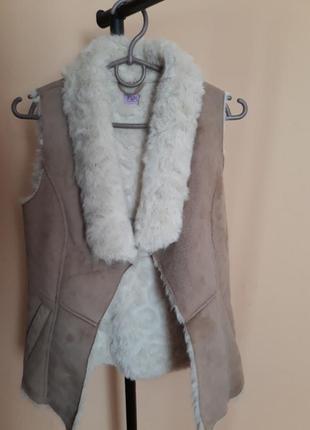 Жилетка, безрукавка мехова , куртка 140