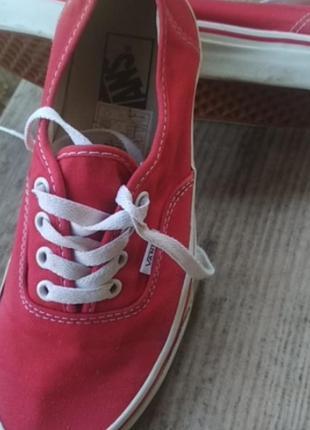 Продаются  кеды vans   оригинал красного цвета