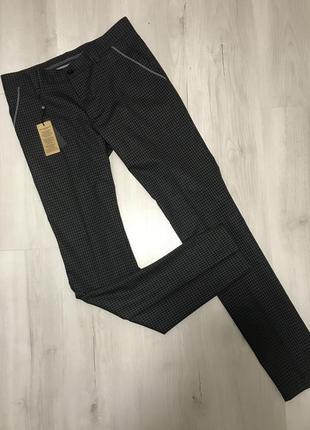 Чёрно-серые мужские классические брюки gardner в маленькую клетку 047 (46)