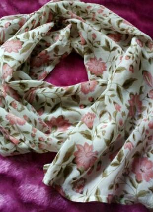 Легкий цветочный шарфик