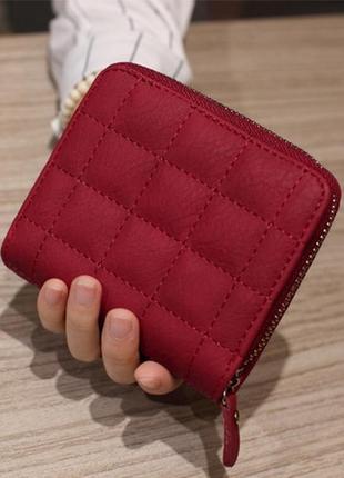 Новый элегантный вместительный стеганный короткий кошелек на молнии цвет марсала