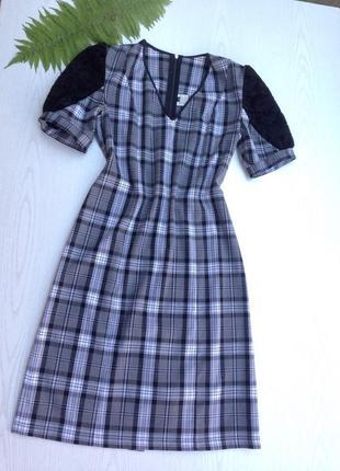 Строгое платье в клетку с бархатным рукавом от украинского производителя