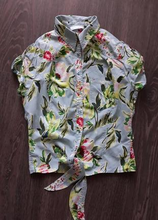 Яркая блуза в цветочек на завязках