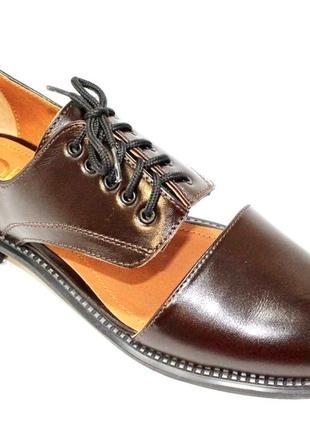 Модные женские кожаные туфли.