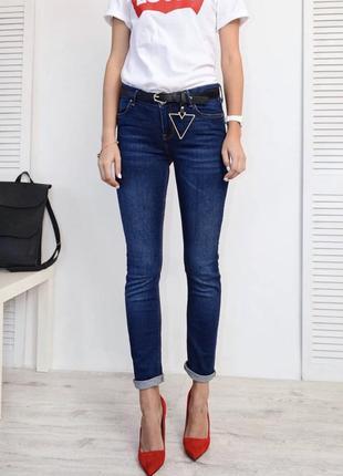 Новые красивые и стильные джинсы из качественного джинса красивого цвета