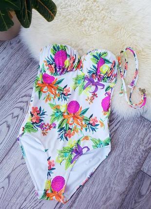Цельный купальник в яркие цветы