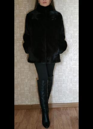 Цельная норковая шуба черного цвета1 фото