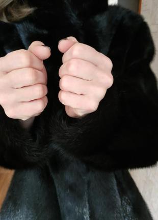Цельная норковая шуба черного цвета3 фото