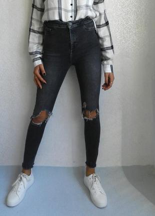 Просто офигенные джинсы скини с рваным низом и высокой посадкой