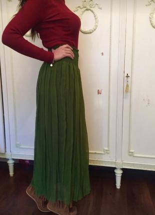 Модная плиссированная юбка бутылочного цвета!