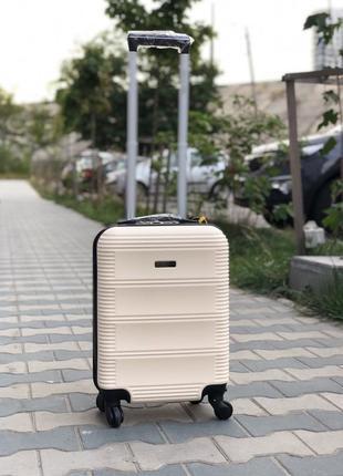Чемодан ручная кладь молочный / пластиковый чемодан для ручной клади киев
