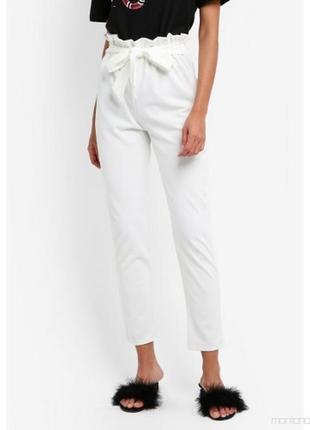 Стильные белые брюки на резинке от missguided