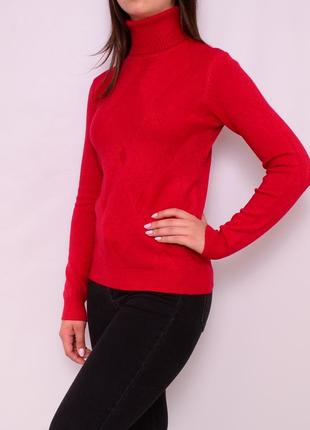Теплый зимний свитер с узором. европа
