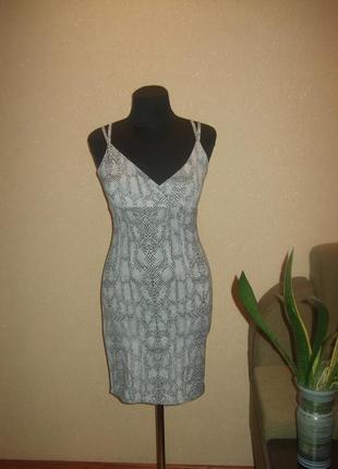 Эластичное платье с змеиным принтом