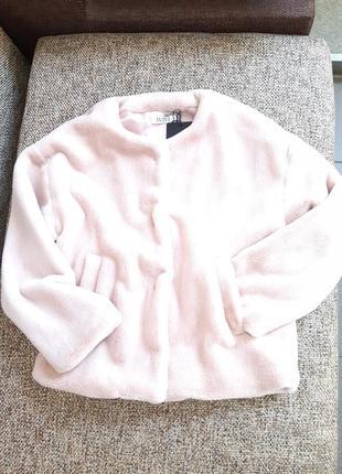 Ніжно-рожевий полушубок