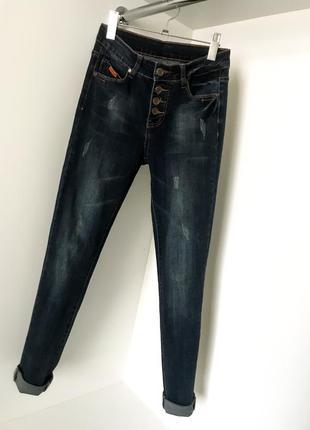 Женская темно синие джинсы джеггинсы скини на пуговицах бойфренды завышенная посадка талия