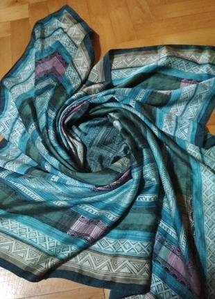 Большой квадратный шелковый платок красивого изумрудного цвета