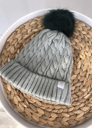 Тёплая серая шапка с бомбоном