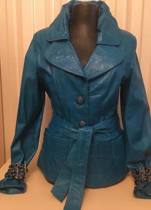 Лайковая кожа  ярко сине голубая куртка