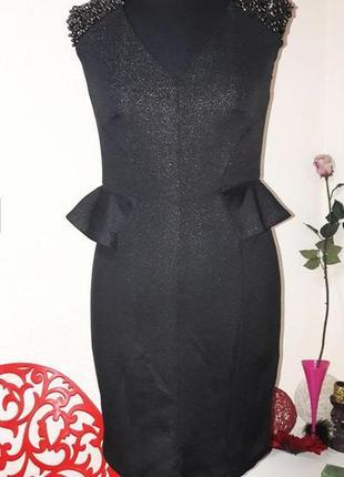 Силуэтное платье с баской