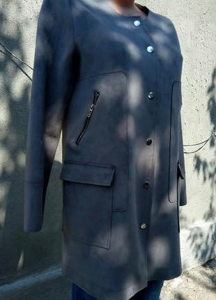Крутое пальто под замш от бренда mango