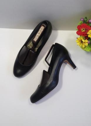 Кожаные туфли на каблучке